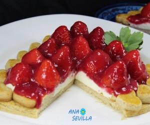 Tarta de galleta, nata y fresas