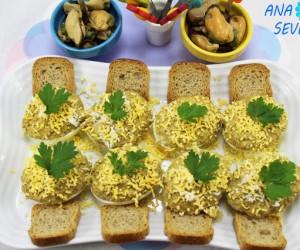 Huevos rellenos de mejillones