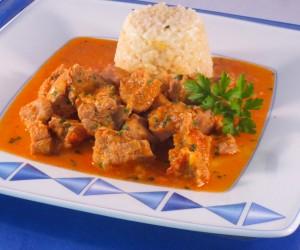 Pavo guisado en salsa de verduras