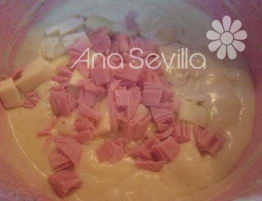 Mezclar con el jamón y  queso