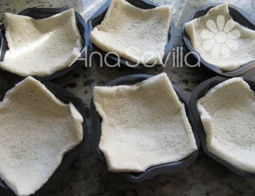 Cubrir moldes con pan