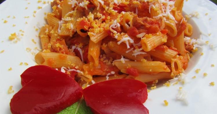Macarrones con tomate y atún