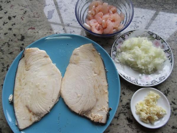 Emperador o pez espada en salsa de gambas olla GM