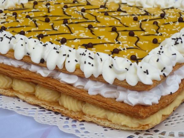 Milhojas de crema merengue y yema Ana Sevilla Cocina tradicional