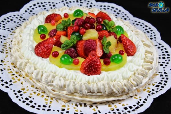Tarta Pavlova de nata y frutas Ana Sevilla con Thermomix