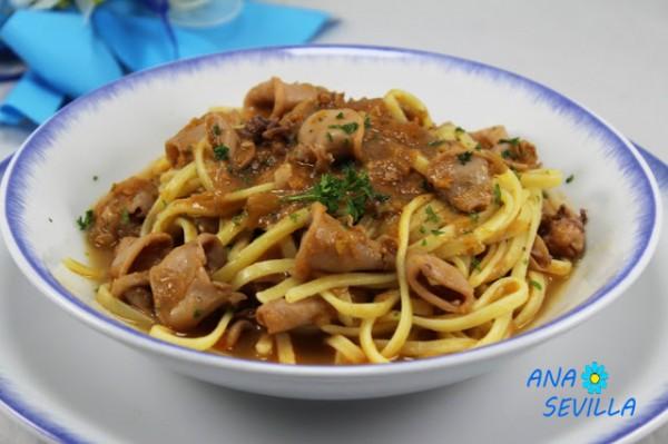 Espaguetis con chipirones encebollados Ana Sevilla cocina tradicional