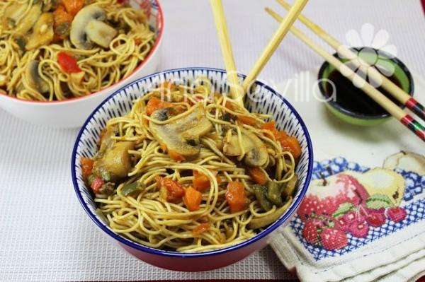 Fideos chinos vegetarianos Thermomix