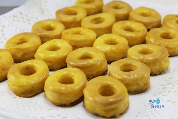http://www.losfogonesdeanasevilla.com/2017/05/rosquillas-de-yema-rosquillas-de-alcala.html