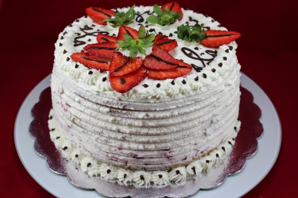 Tarta de nata, fresas y bizcocho Thermomix