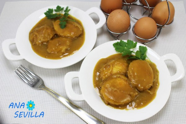 Huevos en salsa española Thermomix