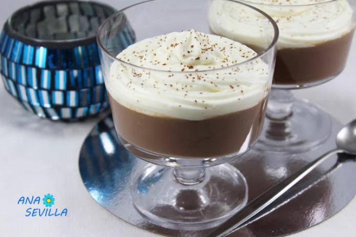 Copas de chocolate y nata