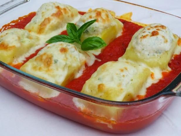 Patatas rellenas de pollo y tomate