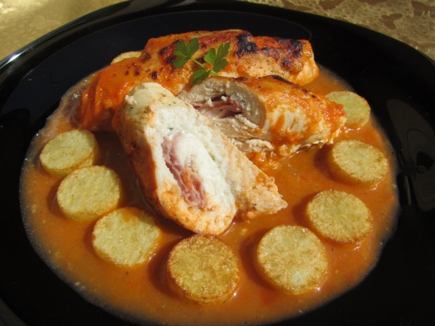 Pechugas rellenas en salsa