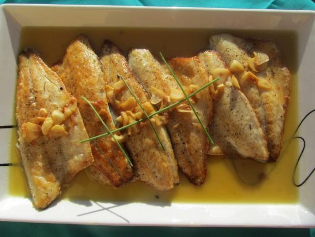 Lubina al ajo-limón (cocina tradicional)