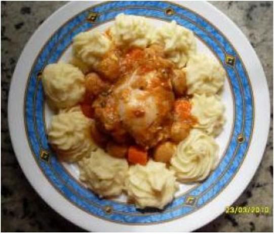 Pollo guisado con puré de patatas