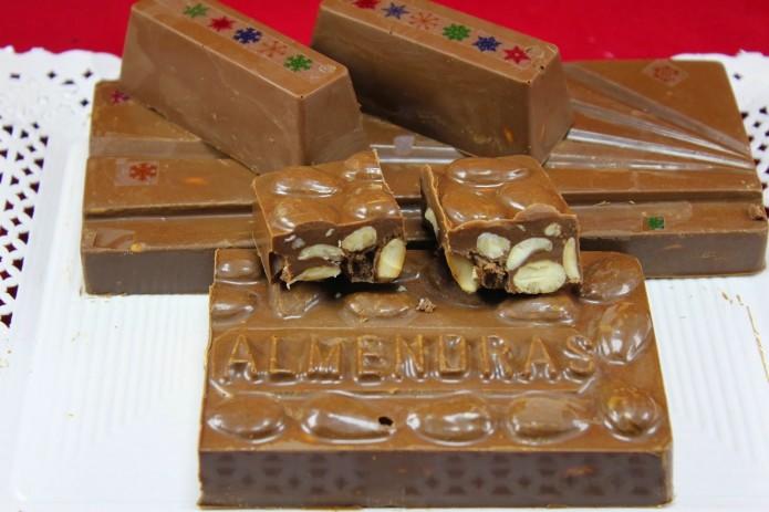 Turrón de chocolate y almendra