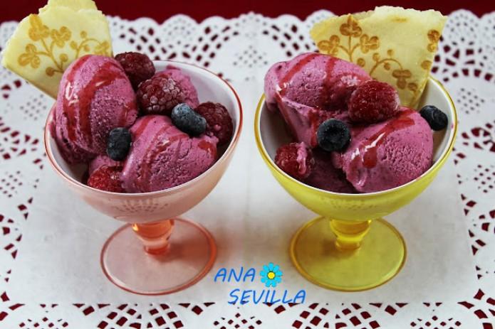 Helado de frutos rojos y yogur