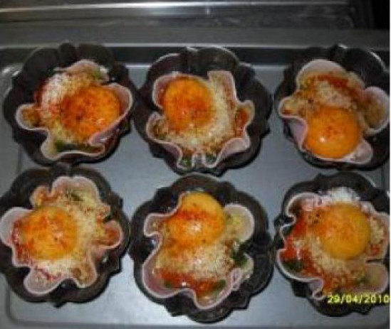 Cestitas de huevos y espinacas